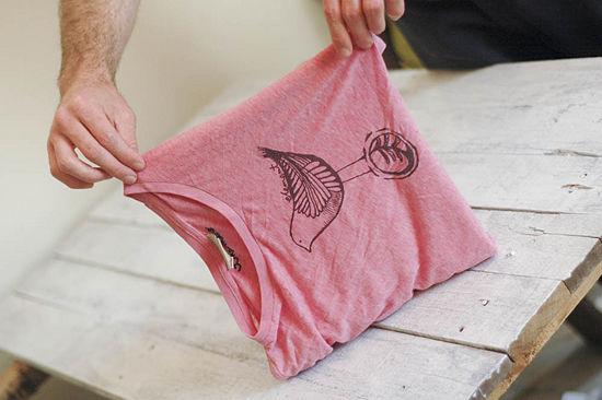 En mi bolso c mo doblar una camiseta - Doblar camisetas para que no se arruguen ...