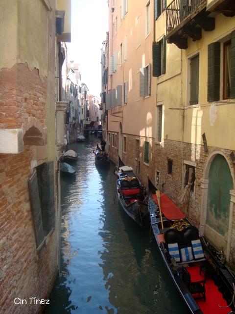 Gondolas en un rio