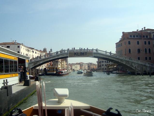Puente de Los Descalzos desde el Gran Canal
