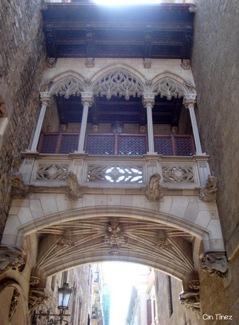 Puente de los Suspiros - Barrio Gótico