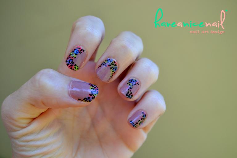 manicura leopardo y fluor