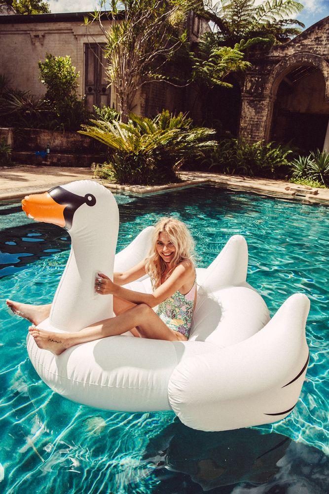 En mi bolso fiesta en la piscina con los mejores flotadores - Colchonetas para piscina ...